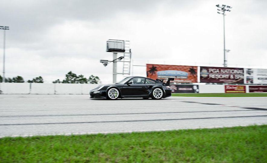 Champion Motorsport Porsche 911 Turbo RSR - Slide 20