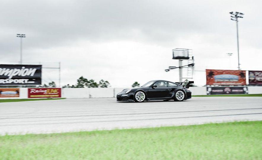 Champion Motorsport Porsche 911 Turbo RSR - Slide 23