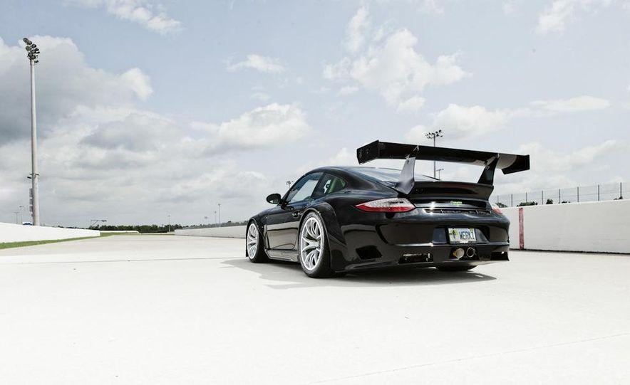 Champion Motorsport Porsche 911 Turbo RSR - Slide 25