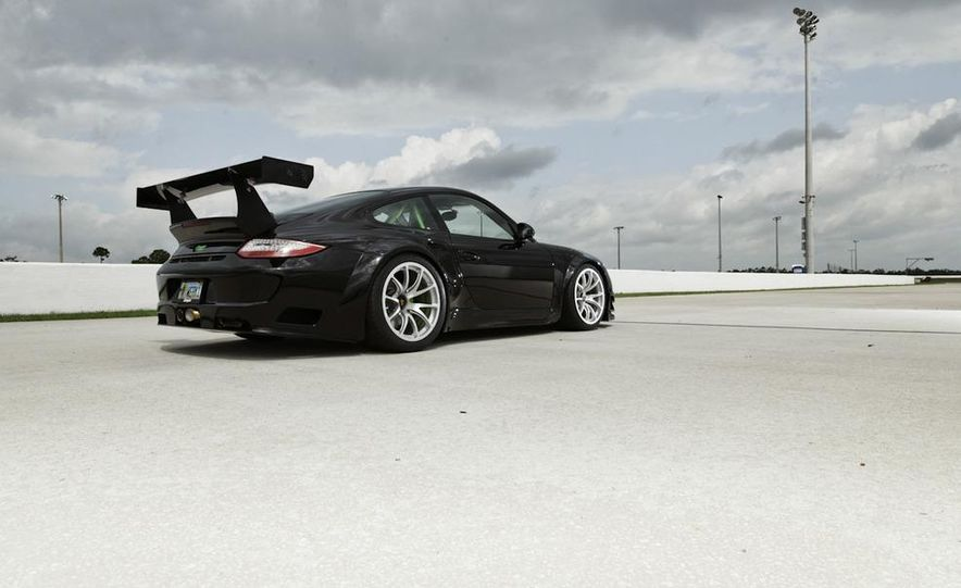 Champion Motorsport Porsche 911 Turbo RSR - Slide 27