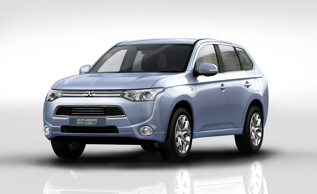 mitsubishi outlander plug in hybrid auto shows car and driver. Black Bedroom Furniture Sets. Home Design Ideas