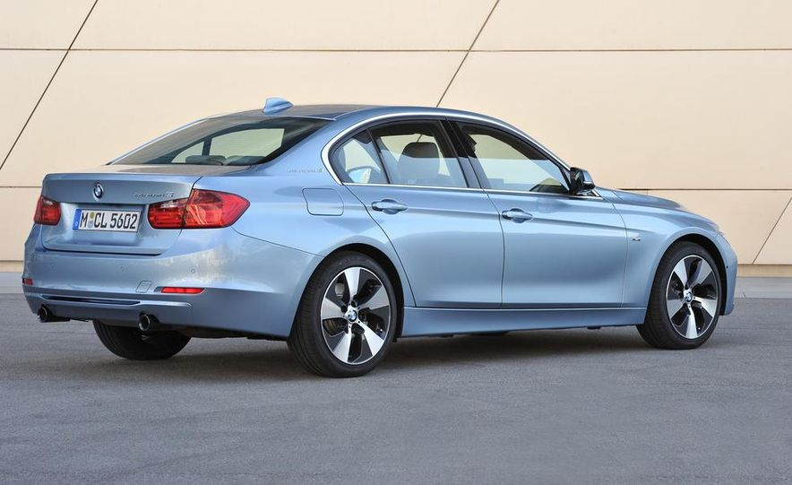 2013 BMW ActiveHybrid 3 - Slide 3