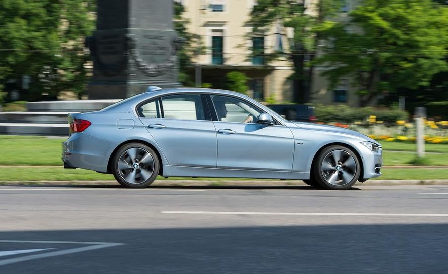 2013 BMW ActiveHybrid 3 - Slide 8