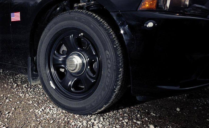 2012 Dodge Charger Pursuit Police Package - Slide 19
