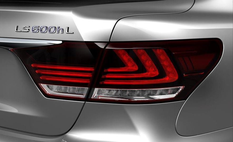 2013 Lexus LS460 AWD - Slide 19