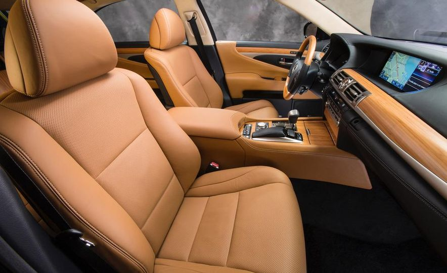 2013 Lexus LS460 AWD - Slide 21