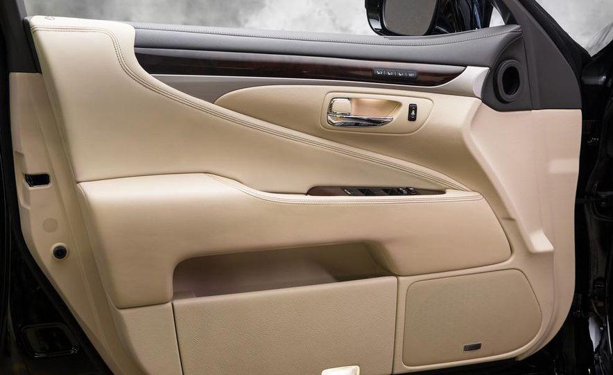 2013 Lexus LS460 - Slide 34