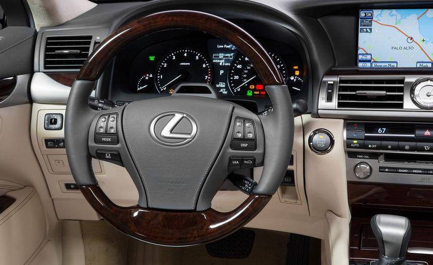 2013 Lexus LS460 - Slide 32