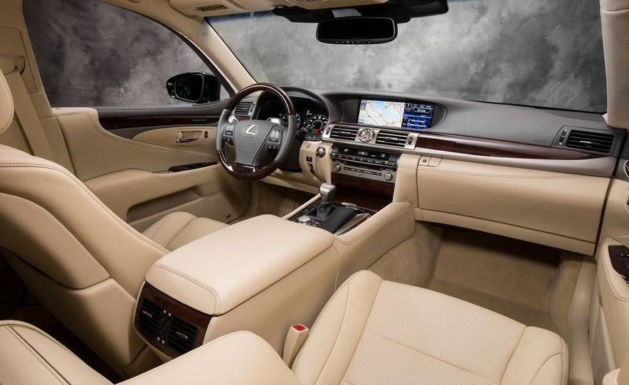 2013 Lexus LS460 - Slide 33