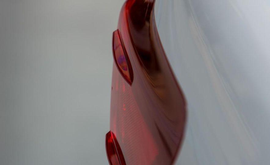 2013 Lexus LS460 - Slide 27