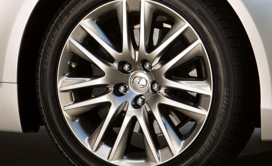 2013 Lexus LS460 - Slide 30