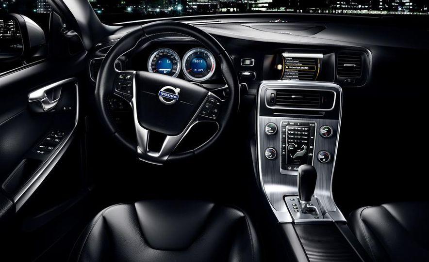 2013 Volvo S60 T6 AWD - Slide 3