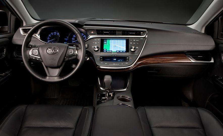 2013 Toyota Avalon - Slide 3