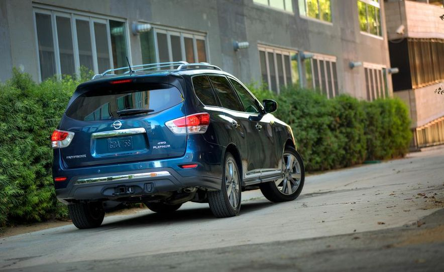 2013 Nissan Pathfinder Platinum and SL 4WD - Slide 4