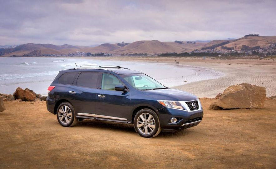 2013 Nissan Pathfinder Platinum and SL 4WD - Slide 6