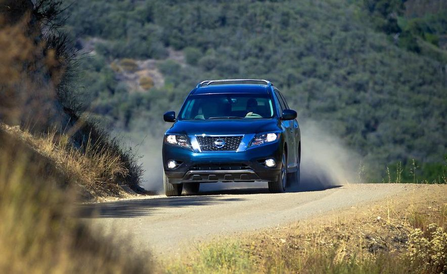 2013 Nissan Pathfinder Platinum and SL 4WD - Slide 10