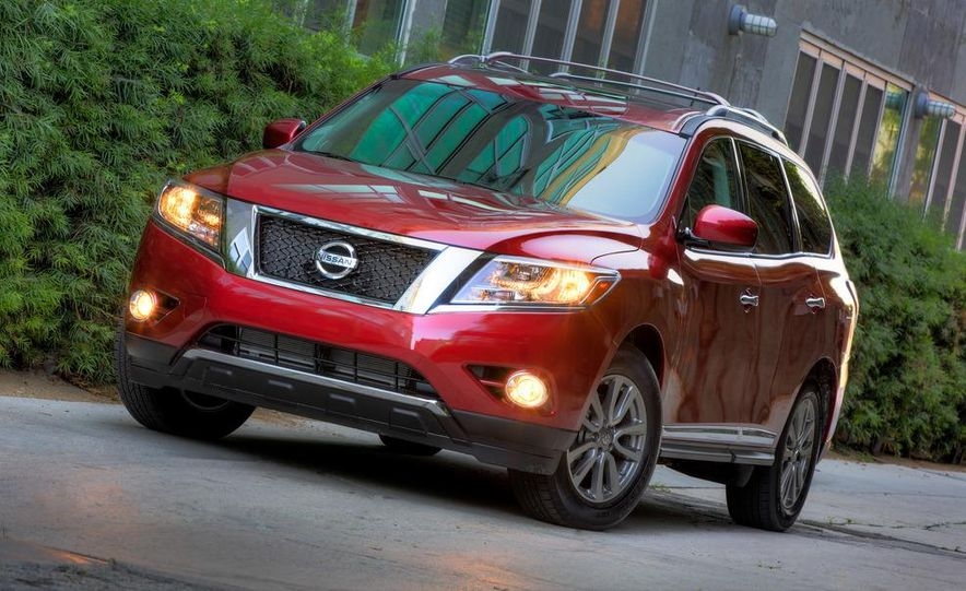 2013 Nissan Pathfinder Platinum and SL 4WD - Slide 21