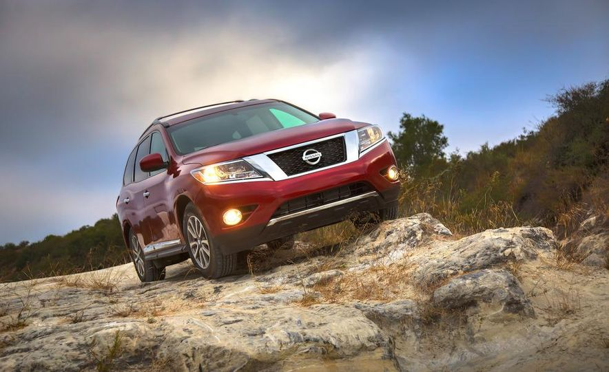 2013 Nissan Pathfinder Platinum and SL 4WD - Slide 29