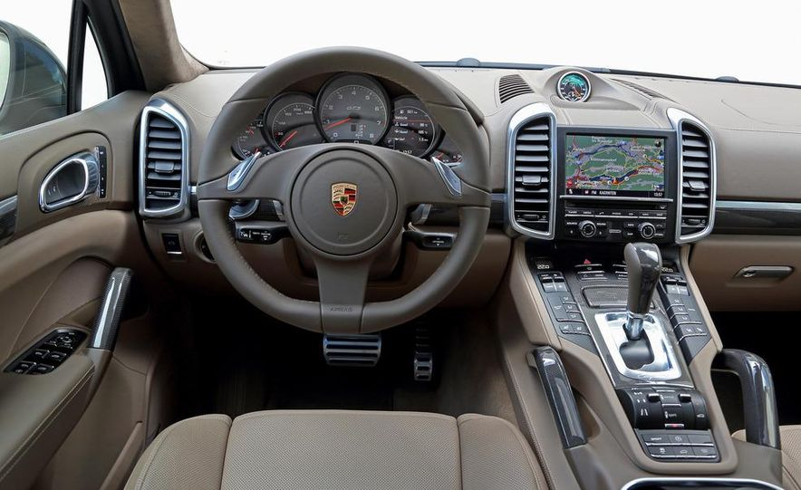 2013 Porsche 911 Carrera 4 - Slide 11