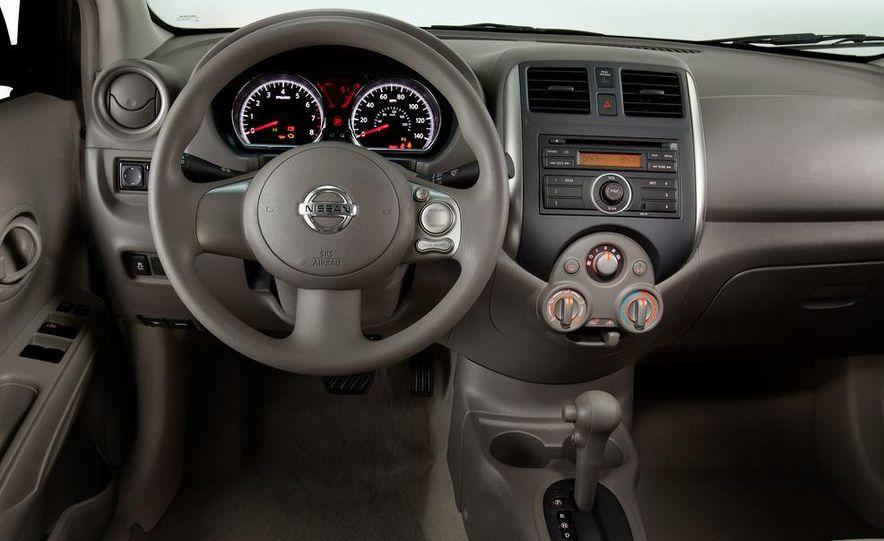2013 Nissan 370Z - Slide 27
