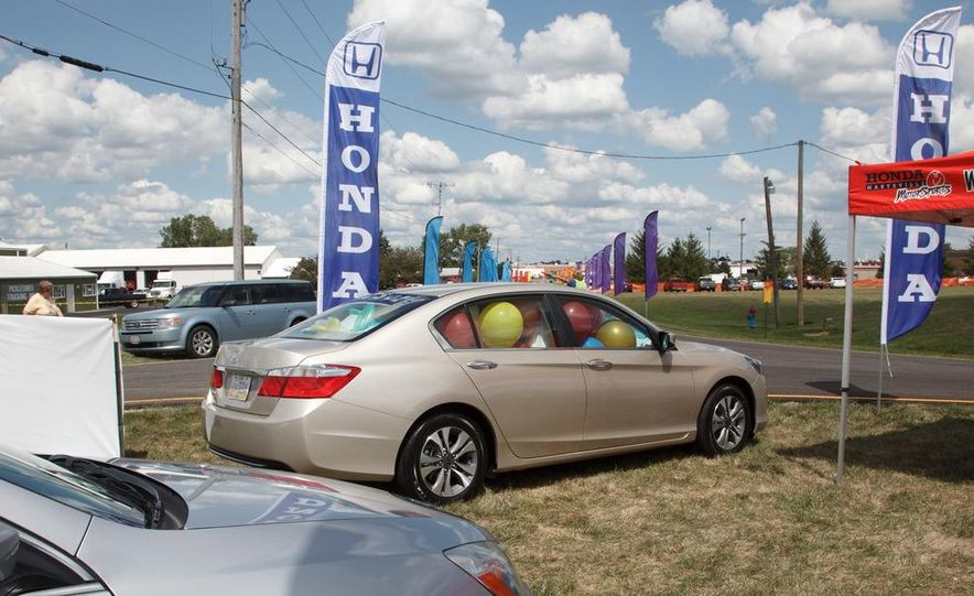 2013 Honda Accord sedan - Slide 12
