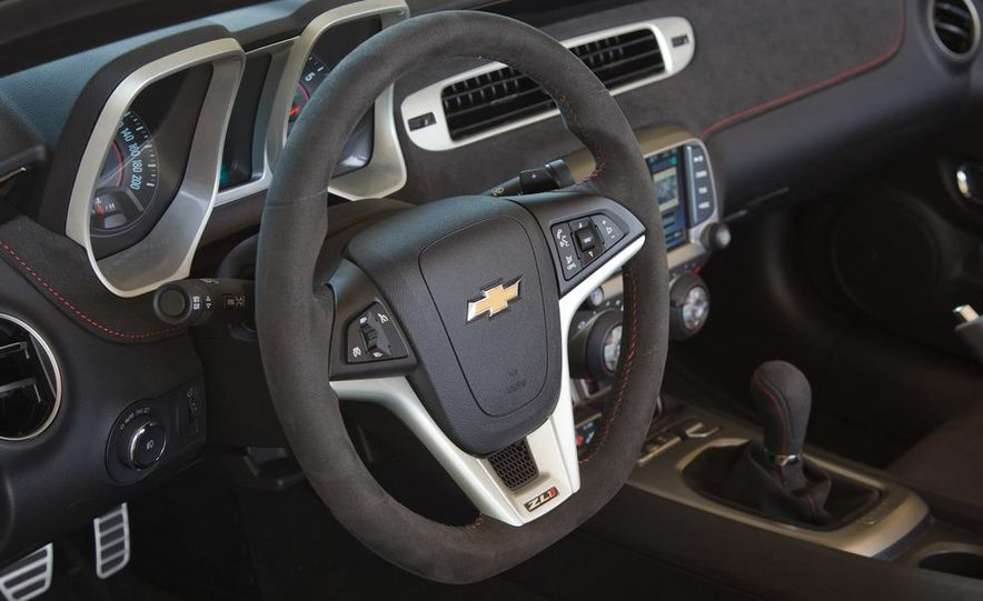 2013 Chevrolet Camaro ZL1 convertible - Slide 24