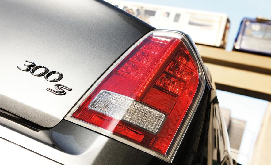 2013 Chrysler 300S - Slide 2