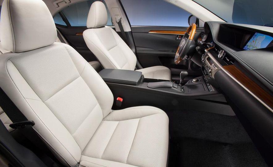 2013 Lexus ES300h - Slide 4