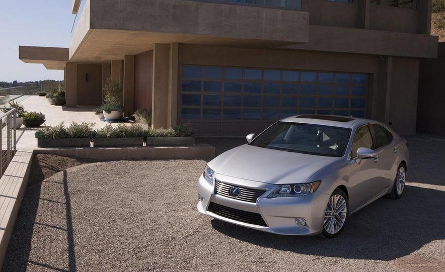 2013 Lexus ES300h - Slide 1