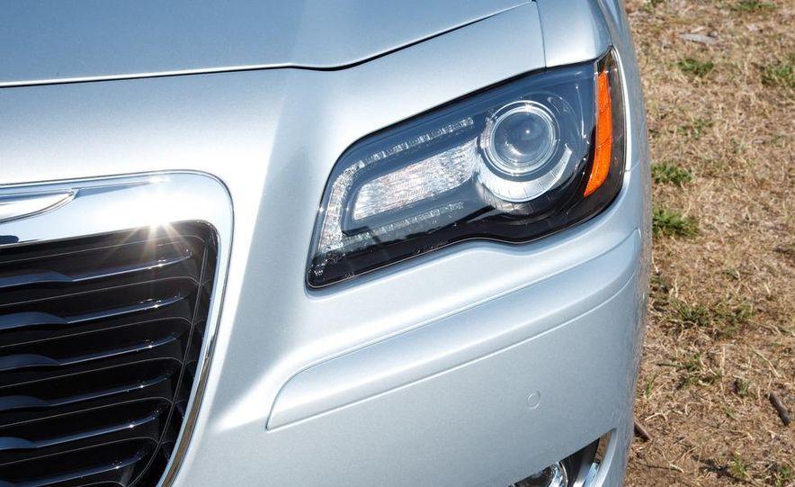 2013 Chrysler 300 Glacier Edition - Slide 9