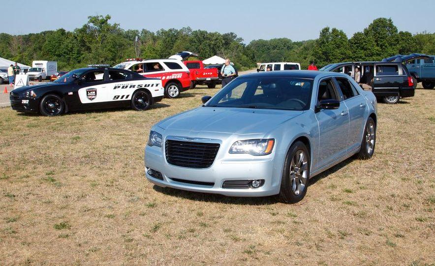 2013 Chrysler 300 Glacier Edition - Slide 2