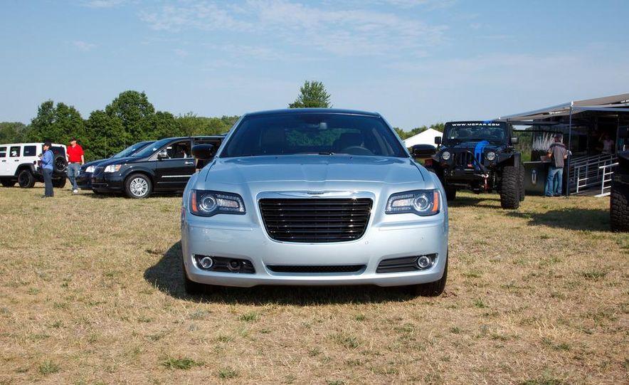 2013 Chrysler 300 Glacier Edition - Slide 3
