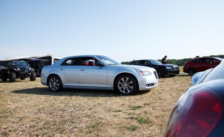 2013 Chrysler 300 Glacier Edition - Slide 4