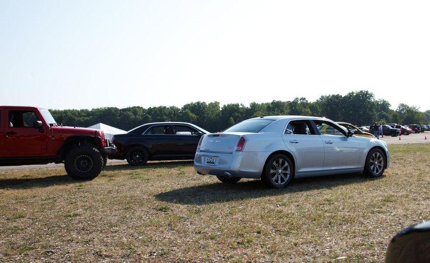 2013 Chrysler 300 Glacier Edition - Slide 5