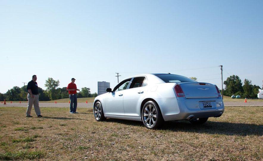 2013 Chrysler 300 Glacier Edition - Slide 6