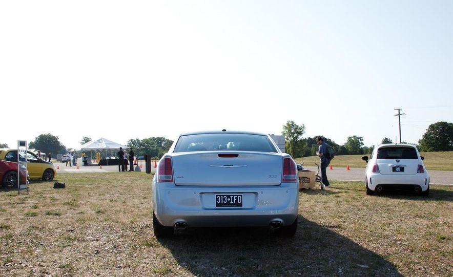2013 Chrysler 300 Glacier Edition - Slide 7