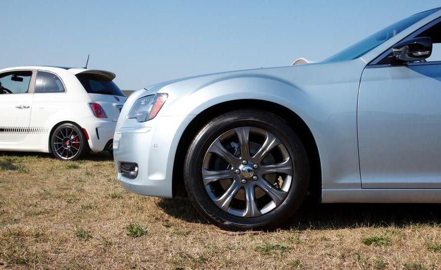 2013 Chrysler 300 Glacier Edition - Slide 8