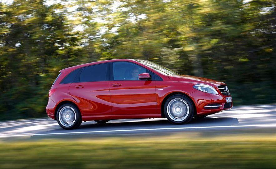 2014 Mercedes-Benz GLA-class (spy photo) - Slide 33
