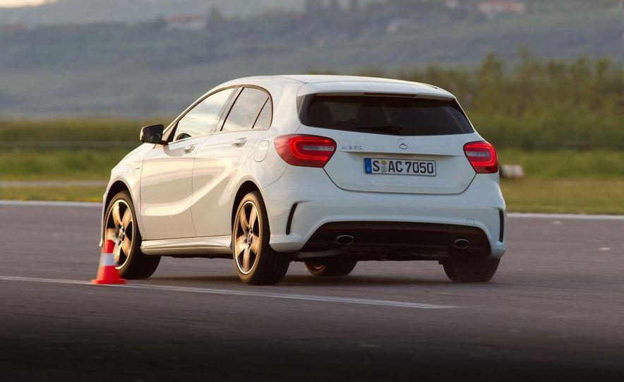 2014 Mercedes-Benz GLA-class (spy photo) - Slide 20