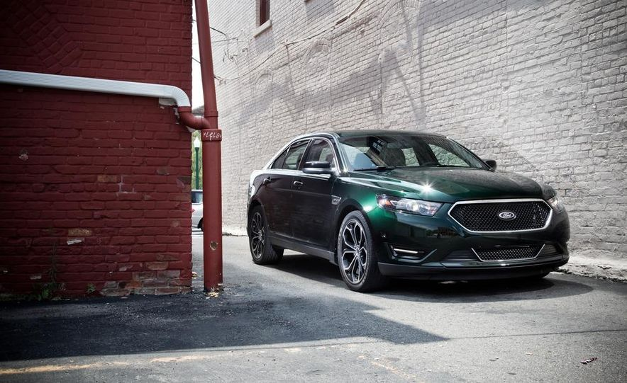 2013 Ford Taurus SHO - Slide 3