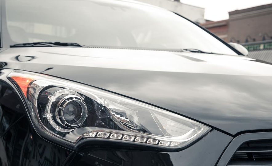 2013 Hyundai Veloster Turbo - Slide 28