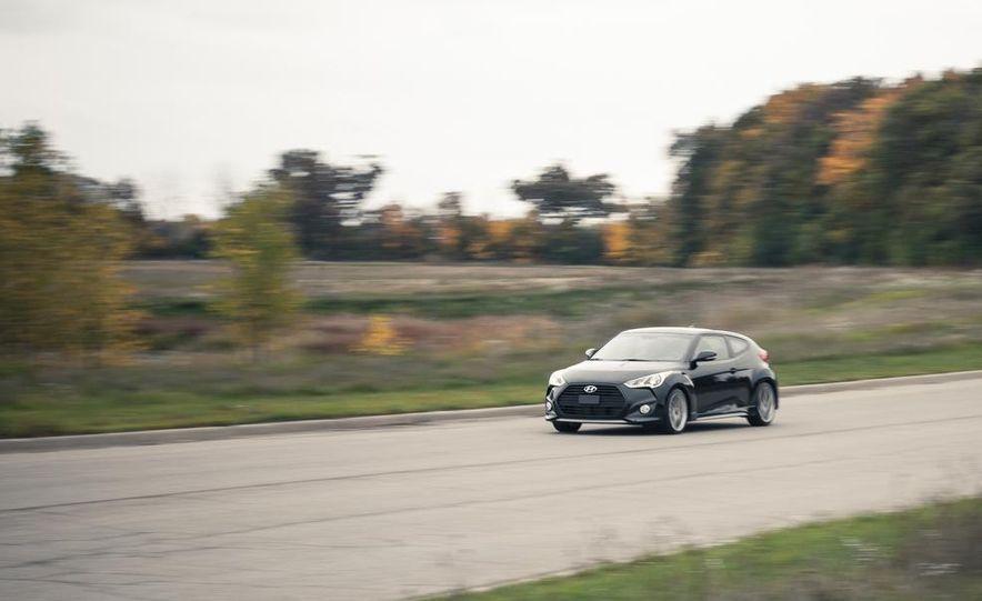 2013 Hyundai Veloster Turbo - Slide 13
