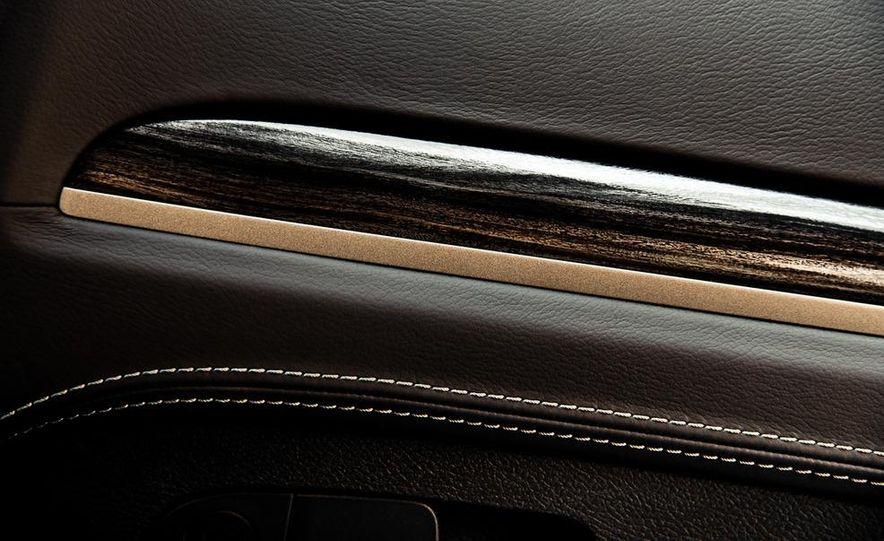 2013 Chrysler 300C John Varvatos Limited Edition - Slide 20