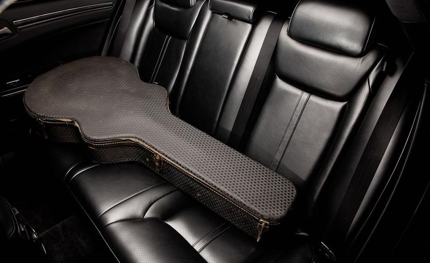 2013 Chrysler 300C John Varvatos Limited Edition - Slide 14