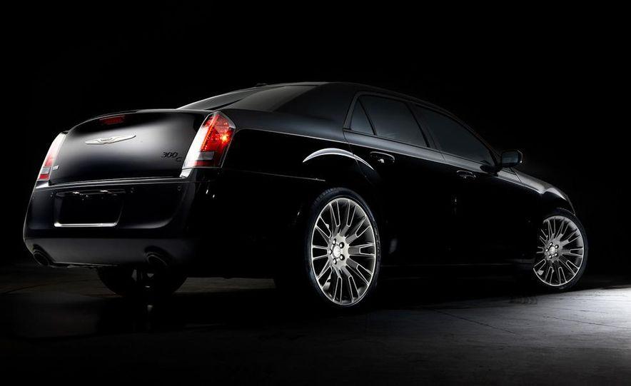 2013 Chrysler 300C John Varvatos Limited Edition - Slide 7