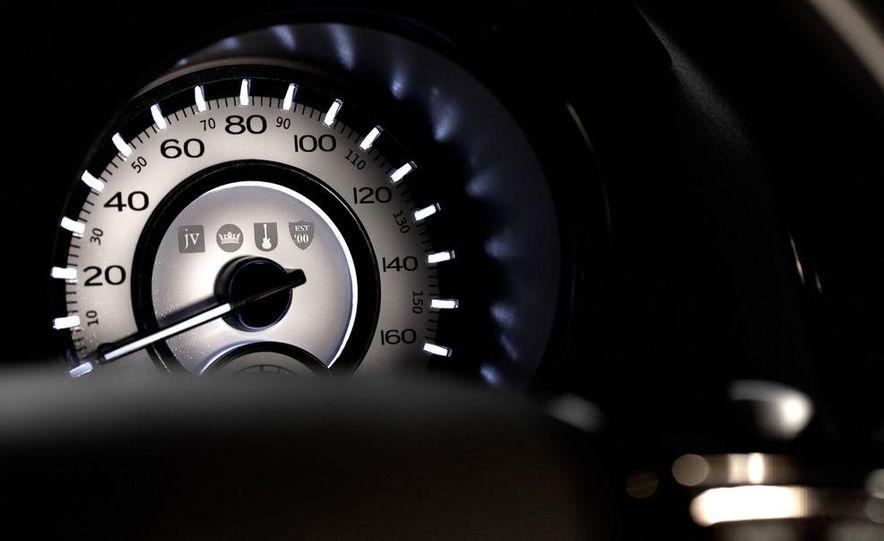 2013 Chrysler 300C John Varvatos Limited Edition - Slide 17