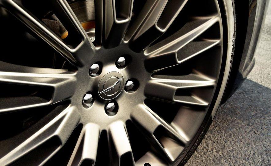 2013 Chrysler 300C John Varvatos Limited Edition - Slide 9