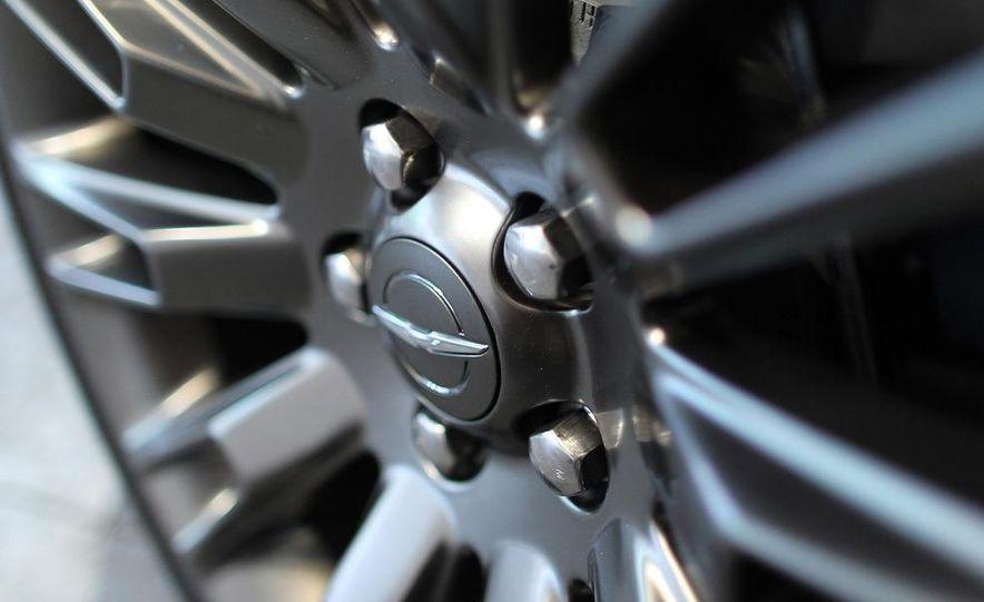 2013 Chrysler 300C John Varvatos Limited Edition - Slide 12