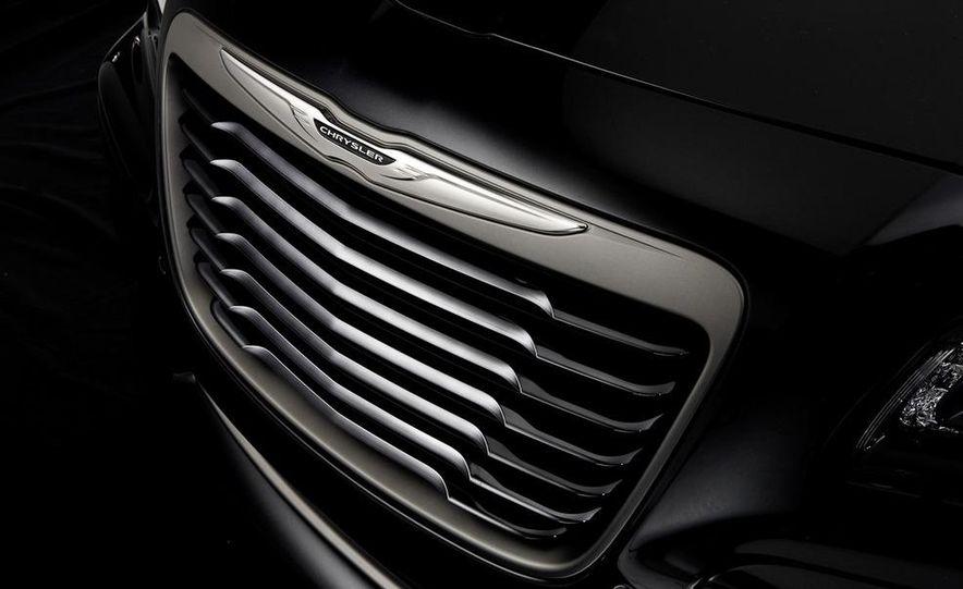 2013 Chrysler 300C John Varvatos Limited Edition - Slide 6