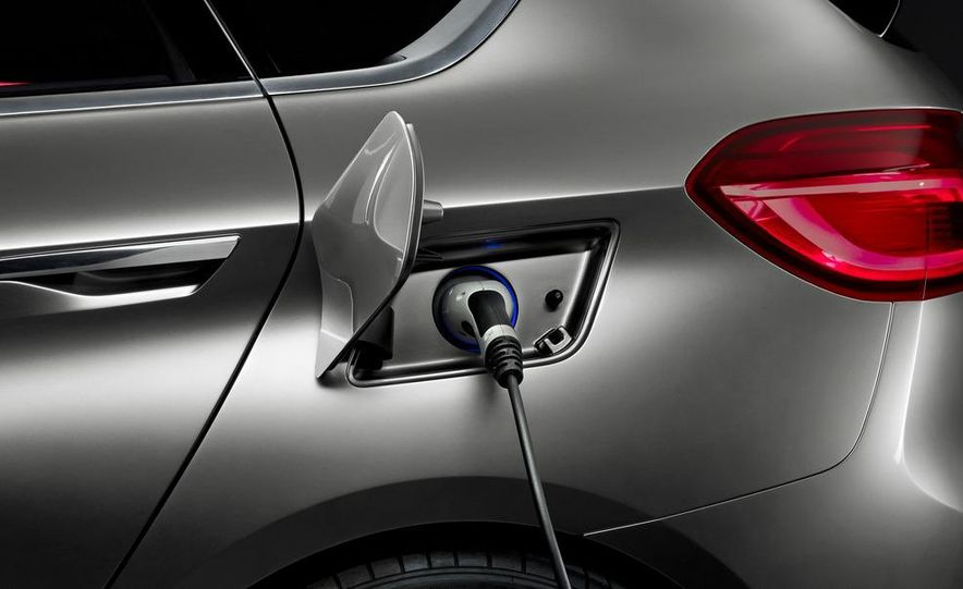 BMW Concept Active Tourer eDrive - Slide 25